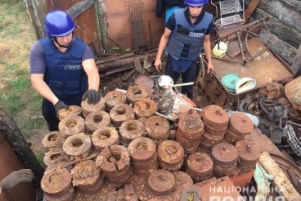 В обійсті селянина на Дубенщині, де вчора загинули неповнолітні брат і сестра, порахували всю вибухівку (ФОТО)