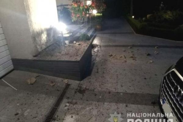 У Рівному на подвір'я приватного будинку невідомий закинув гранату