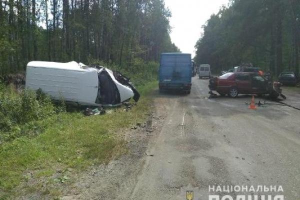 Внаслідок зіткнення трьох автомобілів на Костопільщині постраждали два водії