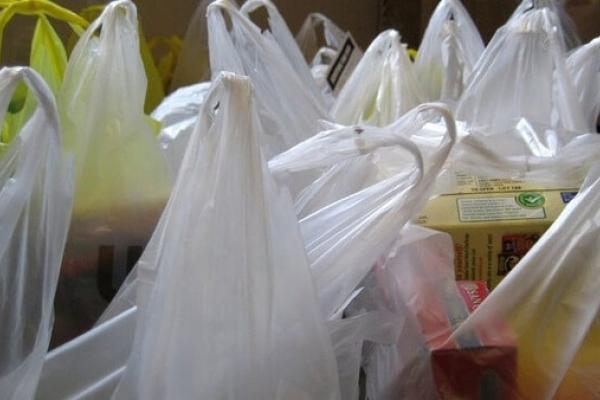 У Рівному і Здолбунові обмежили використання поліетиленових пакетів