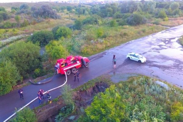 Рівненські рятувальники надали допомогу жителям села Бармаки Рівненського району(Фото)