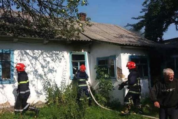 На Острожчині під час ліквідації пожежі у приватному господарстві рятувальники виявили мертве тіло власника оселі