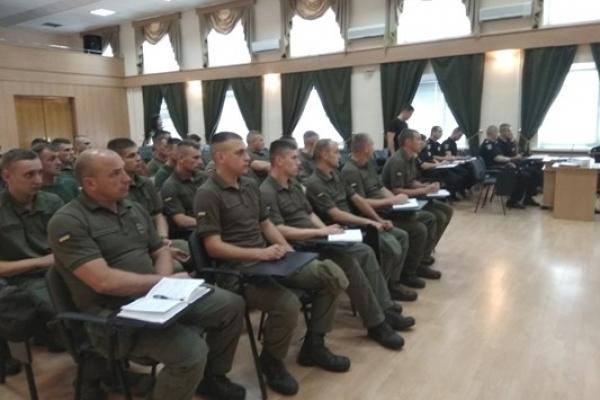 Рівненські поліцейські ділилися із нацгвардійцями досвідом самостійного патрулювання