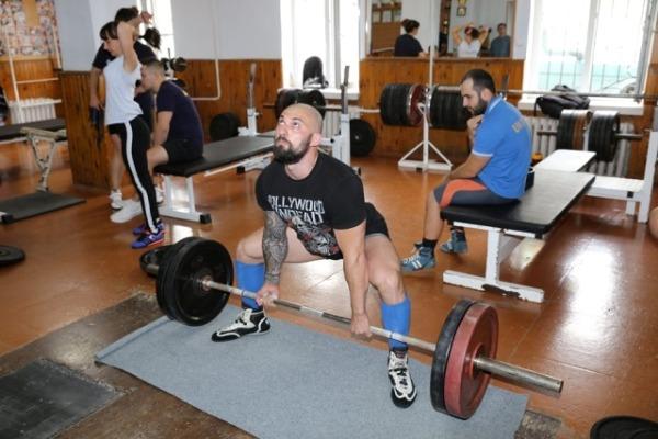 Найсильніші пауерліфтери України тренуються  нині у Рівненському «Інваспорті»