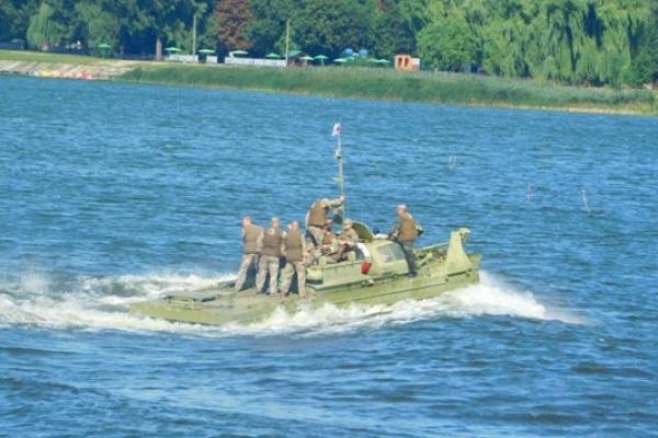 Як біля Млинова військові «брали» місцеву водойму