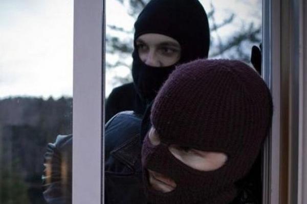 У Зарічненському районі невідомі в масках напали на родину