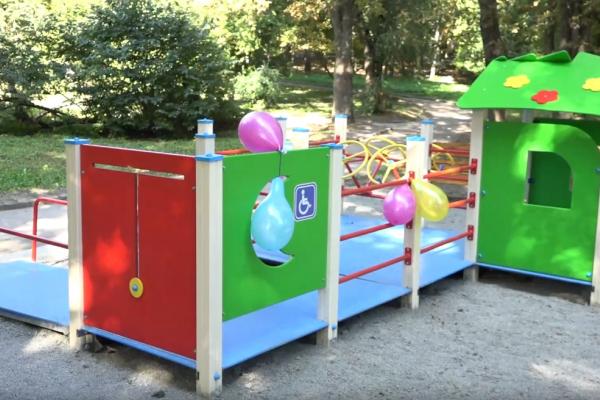Перший у Рівному інклюзивний майданчик відкрили у парку ім. Тараса Шевченка (Відео)