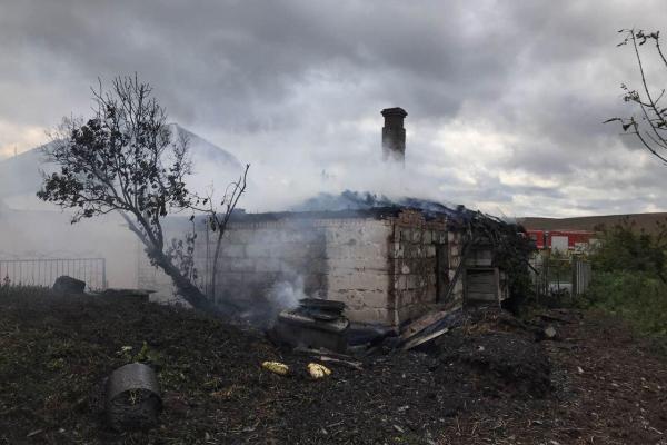 Клеванські вогнеборці під час пожежі у приватному господарстві врятували житловий будинок