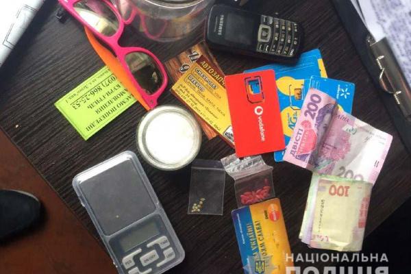 На Рівненщині поліцейські затримали групу наркозбувачів (Фото, відео)