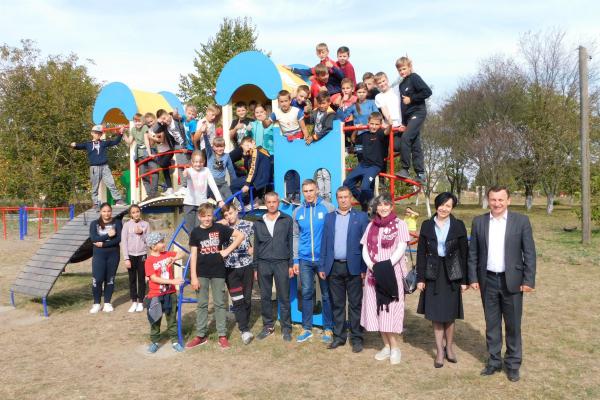 Привільненська ОТГ: у Молодаво Третє відкрили дитячий майданчик (Фото)