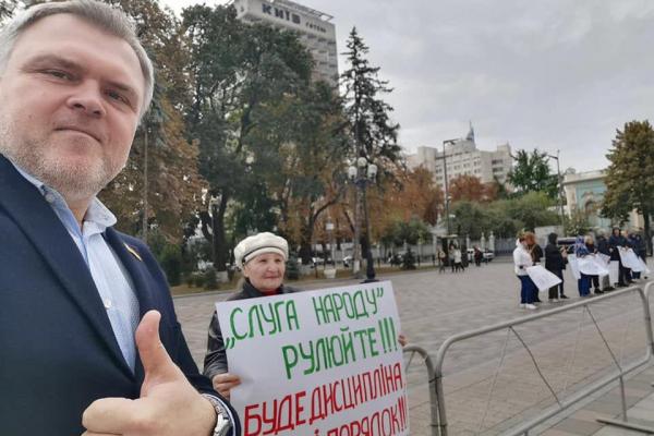 Рівненські депутати від Слуги Народу виступили проти Зеленського та залишили депутатську недоторканість?