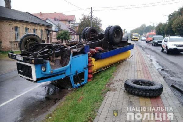 На Рівненщині водій напідпитку спричинив ДТП та втік з місця події (Фото)