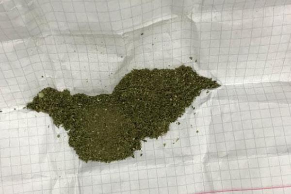 У Корці поліцейські затримали чоловіка за збут наркотиків