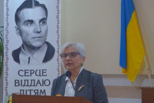 Дочка Василя Сухомлинського розповіла у Рівному про гуманістичну педагогіку