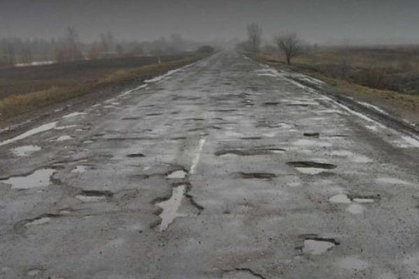Рівненські поліцейські шукають ями на дорогах