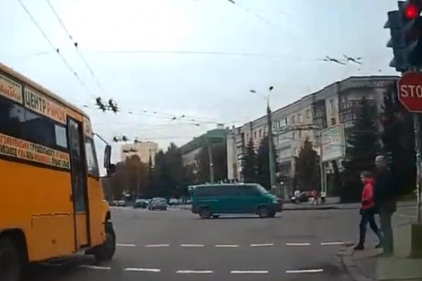 Як їздять деякі водії рівненських маршрутних таксі (Відео)