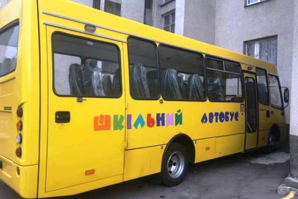 Учні Рівненщини добиратимуться на навчання новим шкільним автобусом