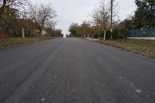 В Орестові заасфальтували дорогу