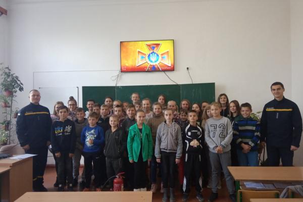 Рівненські рятувальники завітали до здолбунівських школярів