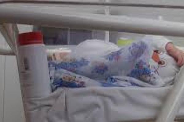 У рівненському соціальному гуртожитку ледь не загинула новонароджена дитина