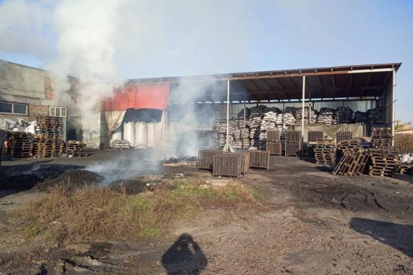 У Здолбунові загорілася будівля для сушіння вугілля
