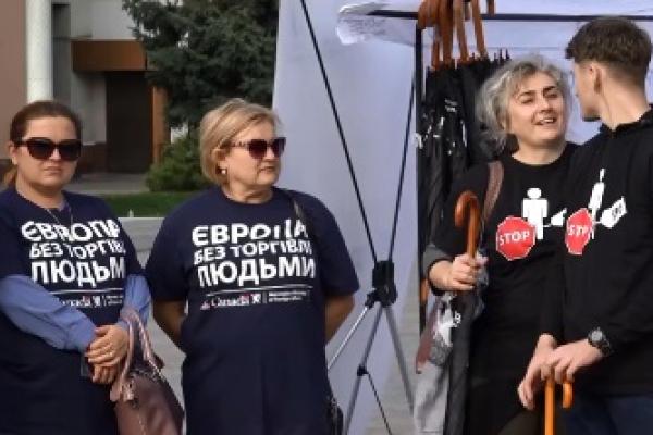 У Рівному відбулася мирна акція проти торгівлі людьми (Відео)