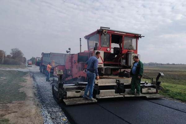 На Рівненщині проводиться капітальний ремонт дороги обласного значення (Фото)
