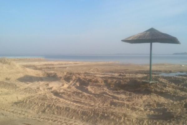 З обмілілого Світязю крадуть пісок