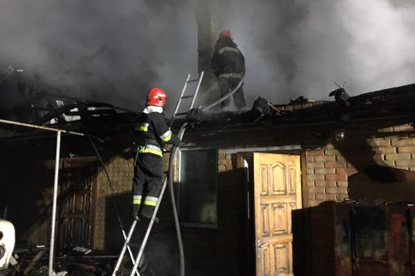 Клеваньські вогнеборці врятували будинок та автомобіль