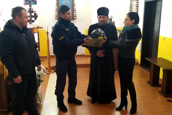 Cарненські рятувальники отримали пам'ятну каску