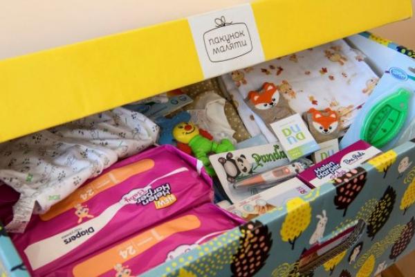 Рівненські породіллі отримують оновлені пакунки малюка