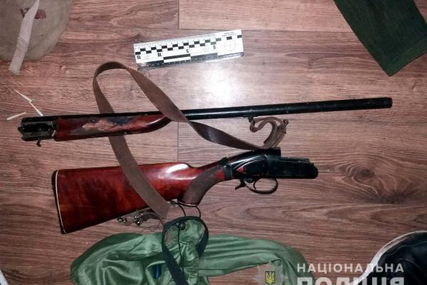 Зброю та наркотики незаконно зберігав житель Здолбунова (Фото)