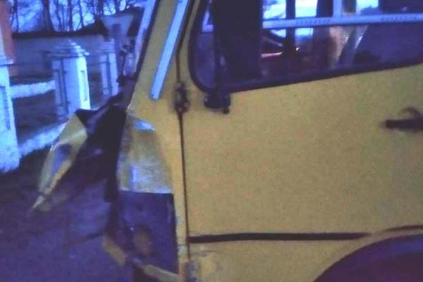 У Головині шкільний автобус потрапив у ДТП