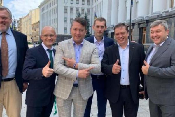 Рівненські «Слуги народу» проголосували за навчання російською мовою