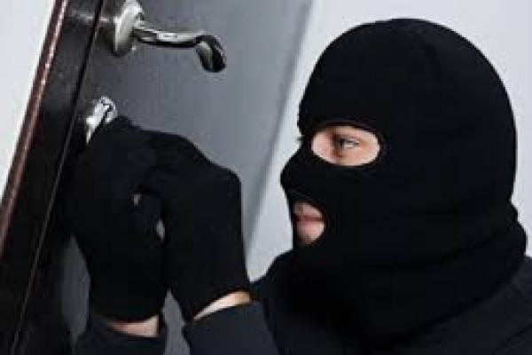 На Рівненщині з будинку викрали дев'ять тисяч доларів
