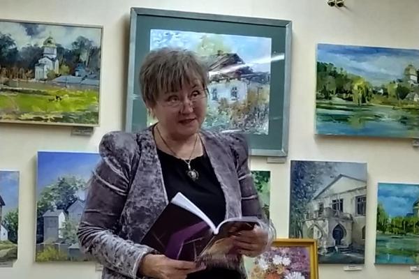 «Та, що виходить на світло»: рівненська журналістка Людмила Марчук презентувала свою першу книгу (Відео)