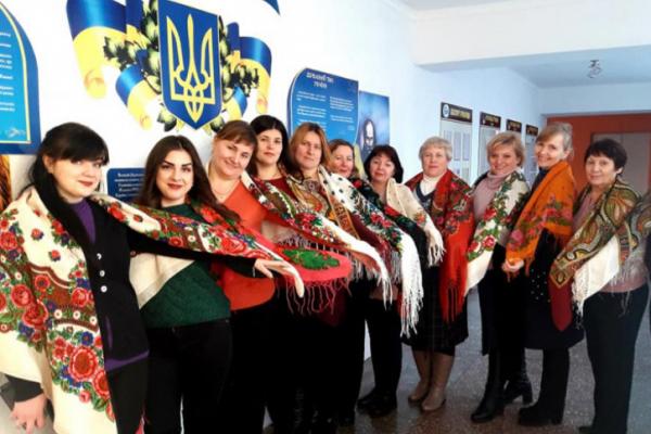 Острожани приєдналися до всеукраїнського флешмобу #УкраїнськаХустка