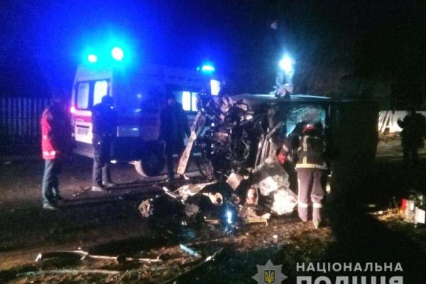 Смертельна ДТП на Кореччині: водій загинув, пасажир травмований (Фото)