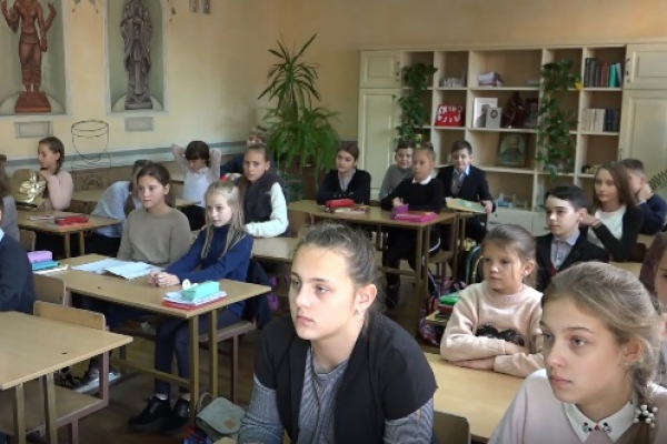 Рівненські школярі матимуть довші зимові канікули (Відео)