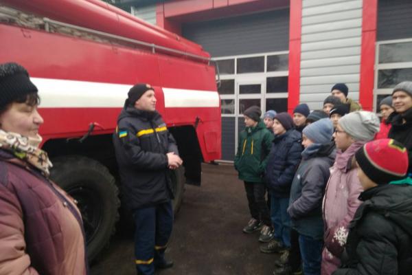 Дубровицькі школярі завітали у гості до рятувальників