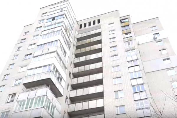 У рівненській багатоповерхівці майже два місяці не працює ліфт (Відео)