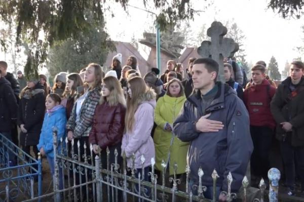 На Дубенському кладовищі у Рівному вшанували Василя Тютюнника (Відео)
