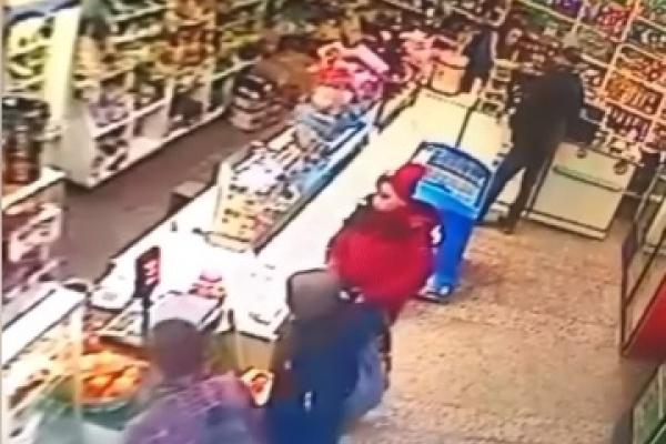 У місті Дубно школярі викрали скриньку з благодійними коштами (Відео)