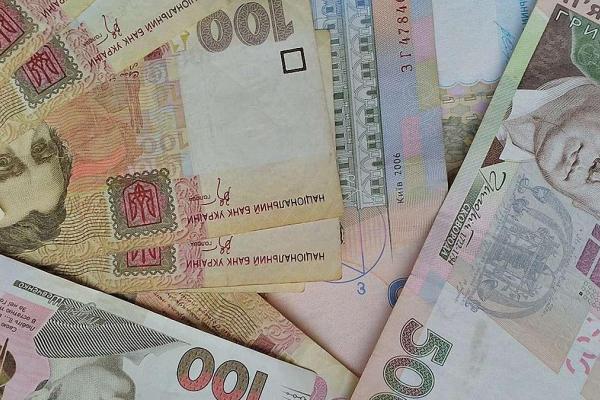 Українцям планують знизити податок на зарплату