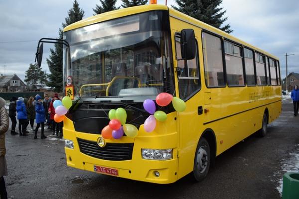 На Рівненщині придбали 17 шкільних автобусів