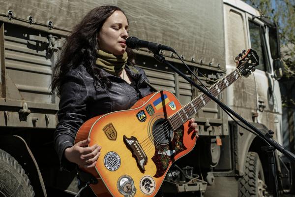 Рівненська співачка-волонтерка Христина Панасюк побувала майже в усіх гарячих точках Донбасу
