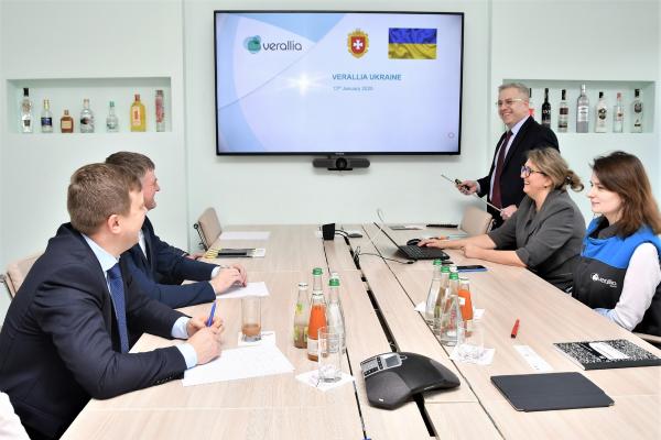 Голова Рівненської ОДА запросив директора склозаводу Даніеля Саксіка долучитися до інвестиційної ради