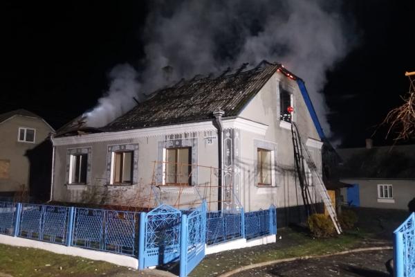 Дубенські вогнеборці рятували будинок від полум'я