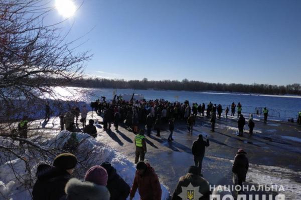 Понад 350 правоохоронців забезпечують порядок на Рівненщині під час святкування Хрещення Господнього