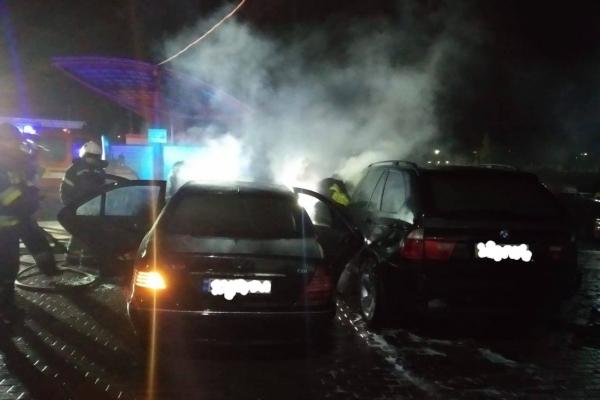 Вночі у Рівненському районі горіли два автомобіля (Фото)